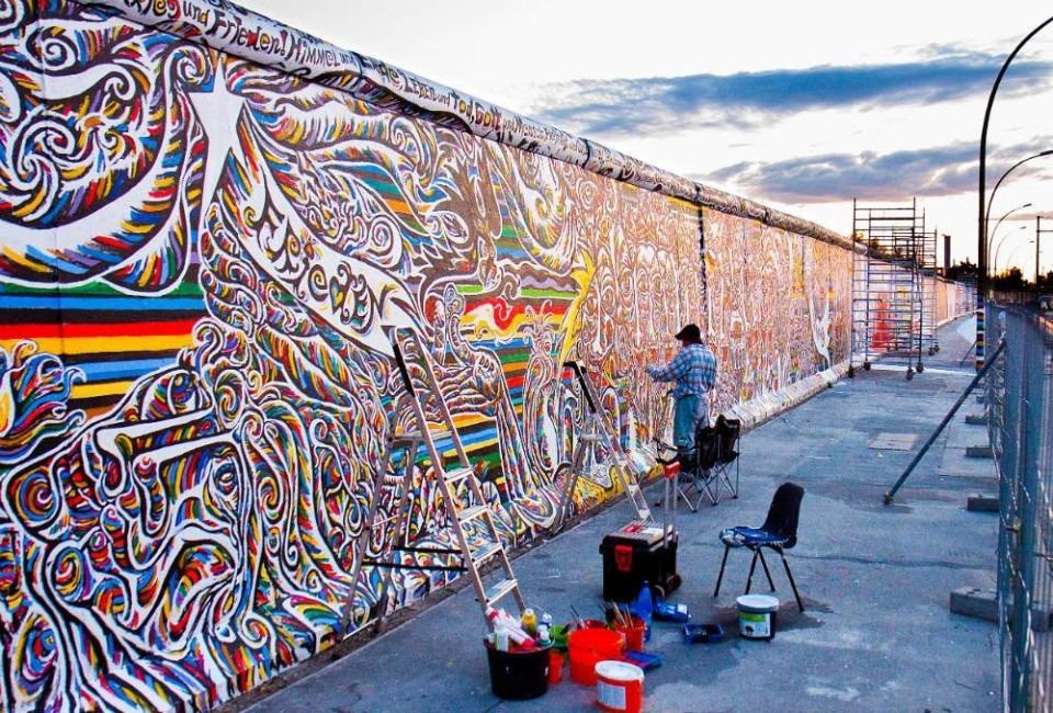 """Un'iniziativa per ricordare i 30 anni dalla caduta del Muro: gli studenti del """"Persolino-Strocchi"""" realizzeranno il murales per l'evento cittadino"""